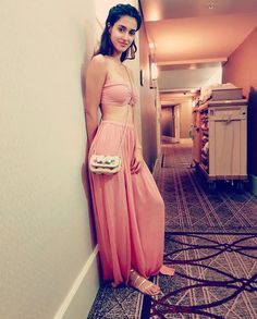 Disha Patani is Indian Bollywood actress and model. Disha works in Hindi and Telugu movies. Disha patani born in bareilly 13 June, Wallpapers, Photos. Indian Bollywood Actress, Beautiful Bollywood Actress, Beautiful Indian Actress, Bollywood Fashion, Beautiful Actresses, Indore, Hot Actresses, Indian Actresses, Kleding