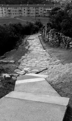 The aim of the project was to pave an old medieval path located beyond the south area of the Catalan city of Manresa. The city has a clear edge on his south side, over the Cardener river, because of the gorge of the river and because of the presence of...