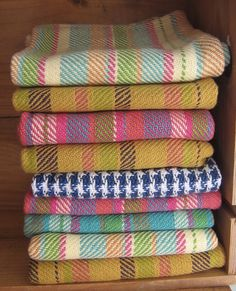 Handwoven Cotton Tea Towels/ or any nice natural and nutural colours Weaving Textiles, Weaving Patterns, Loom Weaving, Hand Weaving, Weaving Projects, Colorful Pillows, Tear, Weaving Techniques, Loom Knitting