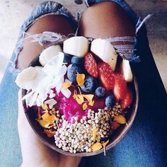 Coconut bowl . Smothie bowl ☀☀☀☀☀☀☀☀☀☀☀
