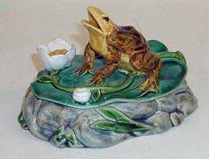Minton majolica frog box