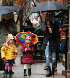 Sarah Jessica Parker and her adorable twins navigate through the treacherous weather on their way to school on Monday.  (January 6, 2014)
