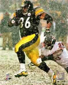 Congratulations to Jerome Bettis. Finally elected into the Pro Football Hall of Fame! Pitsburgh Steelers, Pittsburgh Steelers Football, Pittsburgh Sports, Steelers Stuff, Pittsburgh City, Denver Broncos, Dallas Cowboys, Kansas City, But Football