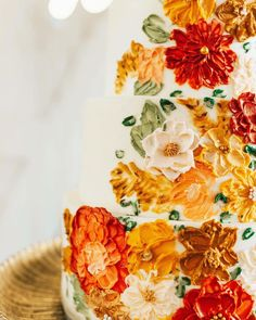 A cake tradition that symbolizes good luck for newlyweds: save a piece of wedding cake to share on your first anniversary! Get more wedding cake inspiration at rusticweddingchic.com | Photo: @sadie.photog Wedding Cake Rustic, Wedding Cakes, Wedding Venues, First Anniversary, Wedding Cake Inspiration, Autumn Wedding, Sadie, Newlyweds, Wedding Gown Cakes