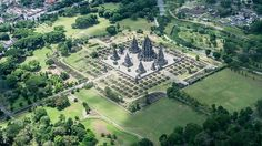 Image from http://how2becool.com/wp-content/uploads/2014/03/prambanan-temple-aerial-from-an-airplane.jpg.