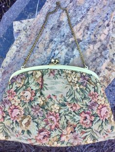 Just listed another beautifull vintage tapestry bag. #vintagebags #retroclutch #etsygifts