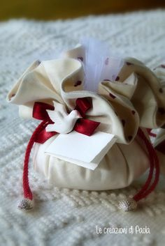 Bomboniere cresima Paint Brush Art, Confirmation Gifts, Baptism Favors, Wedding Cupcakes, Flower Making, Communion, Holi, Diy Gifts, Wedding Events