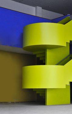 Centro de Formação de Professores EducaMais Jacareí - Ruy Ohtake | Galeria da Arquitetura - que escada!