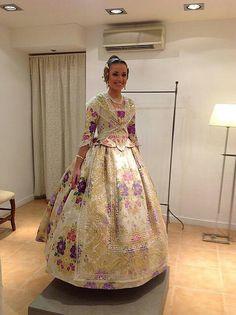 Fallera Vintage Midi Dresses, Fantasy Costumes, Historical Costume, Vintage Lingerie, Fashion Plates, Sari, Cosplay, Culture, Purple