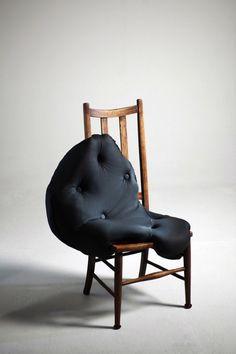 "Charlotte Kingsnorth est une jeune designer anglaise diplômée du Royal College of Art. Je vous présente sa collection d'assises baptisée ""Hybreed"". Elle ut"