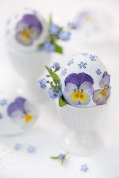 On this page we present you a nice collection of Happy Easter messages for friends with images. We hope that you will find wishes, greetings and cards that you like. Easter Bunny, Easter Eggs, Easter Art, Easter Decor, Happy Easter Messages, Messages For Friends, Easter Parade, Easter Celebration, Little Flowers