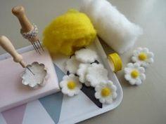 Paquerettes en laine cardee avec emporte piece