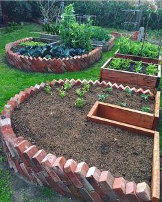 Most Creative Gardening Design Ideas - New ideas Diy Garden Bed, Garden Yard Ideas, Veg Garden, Vegetable Garden Design, Garden Cottage, Raised Garden Beds, Garden Projects, Vegetable Bed, Raised Gardens