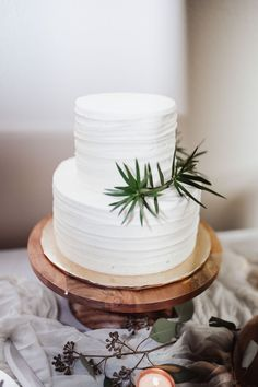 Rustic meets minimalist for this sweet cake! Photography: #HannaJoPhotography Flower Garlands, Diy Flowers, Cake Photography, Wedding Cakes With Flowers, Sweet Cakes, Greenery, Desserts, Minimalist, Rustic