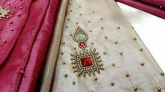 Embroidery Neck Designs, Aari Embroidery, Embroidery Works, Indian Embroidery, Embroidery Fashion, Simple Blouse Designs, Bridal Blouse Designs, Simple Designs, Maggam Work Designs
