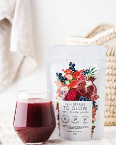 SKIN BERRIES - TO GLOW by Unique Muscle is a berry blend full of antioxidants, vitamins and minerals to help you glow from the inside out to improve overall skin health. Rice Berry, Beetroot Powder, Strawberry Juice, Vanilla Chai, Pomegranate Juice, Healthy Nails, Vegan Beauty, Natural Flavors