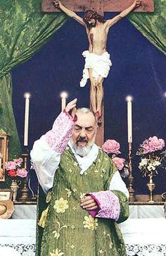 O Santo Padre Pio de Pietrelcina - Frey Sacerdote do Altíssimo - Oração, Devoção, Vida de, Intercessão, Missa, Confissão, Adoração, Sacerdote do Altíssimo.