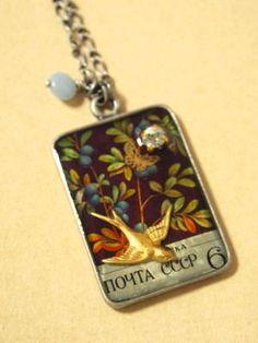 可愛いブルーベリーの切手を使ったネックレス