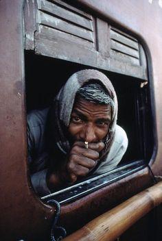 Train Life. Varanasi, India, 1983. Steve McCurry.