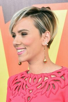 Scarlett Johansson Photos: The 2015 MTV Movie Awards - Red Carpet