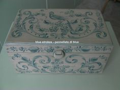 hindeloopen  box, blue and white porcelain technique