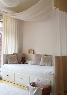 The most beautiful sofas under euros- Die schönsten Sofas unter Euro Emis tes bed as cuddling in the old dining room - Murphy-bett Ikea, Cama Ikea, Daybed Room, Daybed With Trundle, Girls Daybed, Ikea Hemnes Daybed, Girls Bedroom, Bedroom Decor, Bedroom Ideas