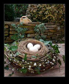 VELIKONOČNÍ VÝZDOBA ZAHRADY | Dům a byt Easter Crafts, Fountain, Garden Sculpture, Craft Projects, Wreaths, Rustic, Spring, Creative, Outdoor Decor