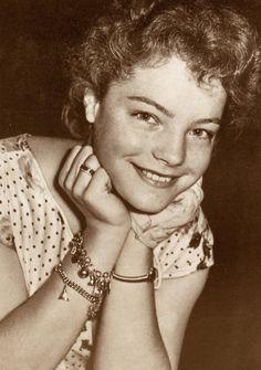 Dertig jaren geleden stierf Romy Schneider. Romy Schneider, pseudoniem van Rosemarie Magdalena Albach, (Wenen, 23 september 1938 – Parijs, 29 mei 1982) was een Oostenrijks actrice, die doorbr…