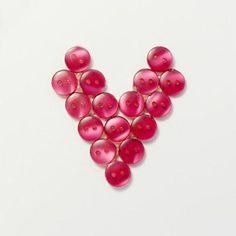 Learn how to create this cute DIY Button heart to go on any Valentines card in less than 2 minutes! Diy Valentines Cards, Valentine Crafts, Button Art, Button Crafts, Decor Crafts, Diy Crafts, Diy Buttons, Cute Diys, Diy Tutorial