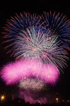 """Internationale des Feux"" - Fireworks compétition in Montreal  2012 edition's winner : USA !"