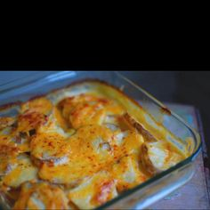 Delicious and easy scollaped potatoes!! Even add onion, bacon pieces and rosemary for some extra favour! A family hit!!  http://www.food.com/recipe/scalloped-potatoes-85629