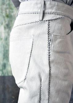Две необычные детали декора джинсов