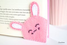 ♥ Handmade felt bunny bookmark To all who still like to read paper … - Fabric Crafts Felt Crafts Diy, Felt Diy, Handmade Felt, Diy Arts And Crafts, Cute Crafts, Handmade Crafts, Fabric Crafts, Sewing Crafts, Handmade Items