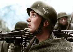 A German Fallschirmjäger (paratrooper) of the Parachute Division (German: 4 Fallschirmjäger Division) armed with an (Maschinengewehr watches the skies during the Allied landings in Anzio and Nettuno (Operation Shingle) of the Italian Campaign. Luftwaffe, Paratrooper, German Soldiers Ww2, German Army, Military Photos, Military History, Mg34, Narvik, Germany Ww2