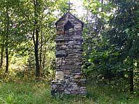 Kamenná Boží muka - Svojanov -Kamenná Boží muka u polní cesty ze Starého Svojanova lesem, přímo k hradu Svojanov.Foto-kamarád