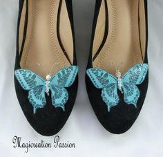 clips chaussures papillons soie turquoise, corps de  perles, modèle Maéva Clip, Chanel Ballet Flats, Turquoise, Flip Flops, Sandals, Shoes, Jewelry, Women, Fashion