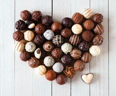Wallpaper of Chocolate Truffles for fans of Chocolate 38096622 Types Of Chocolate, Chocolate Day, Chocolate Truffles, How To Make Chocolate, Chocolate Desserts, Chocolate Candies, Oreo, Kolaci I Torte, Go For It