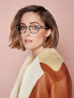 haute-vanity: goswinding: Rose Byrne by Steven Chee x Oroton omg love the glasses with this look! Rose Byrne Hair, Rose Byrne Style, Mary Rose Byrne, 2015 Hairstyles, Short Hairstyles For Women, Celebrity Hairstyles, Hair Inspiration, Short Hair Styles, Hair Makeup