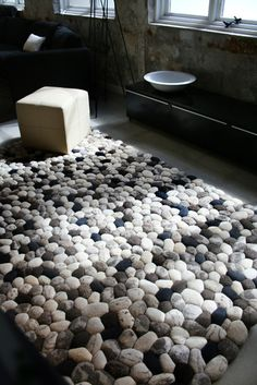 alfombra carpet Pebble lana fieltro wool hand felt piedra boulder decoración decoration diseño design interior miraquechulo