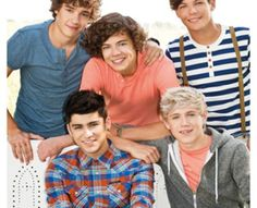 This is a British boy band, One Direction. Harry Styles in the middle,Zayn Malik and Niall Horan under him, Liam Payne on the far left,Louis Tomilson on the far right. One Direction Fotos, Grupo One Direction, One Direction Birthday, One Direction Posters, One Direction Images, Direction Quotes, I Love One Direction, One Direction Photoshoot, Zayn Malik