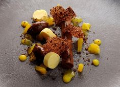 A rich amount of textures play on the palette in this chocolate and orange ganache recipe, featuring orange parfait, purée and jelly with cocoa nib tuile. Parfait, Michelin Star Food, Ganache Recipe, Great British Chefs, Cocoa Nibs, Chocolate Orange, Chocolate Ganache, Pavlova, Plated Desserts