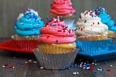 Pinterest Fanatic Favorite Finds: July 4th cupcakes made with frozen greek yogurt. includes recipe.