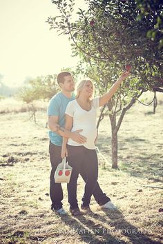 Maternity Photography in an Apple Orchard