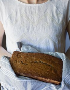 brown butter banana bread // www.ohhoneybakes.com