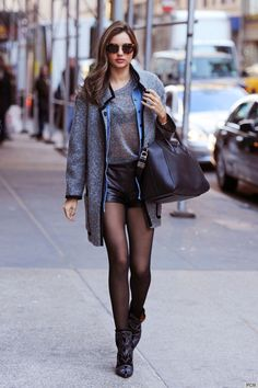 the most sickening part about this is it's not a photo shoot. just Miranda Kerr out on the street being flawless. disgusting! [in the good way.]