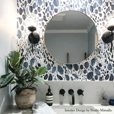 Bathroom decor for your master bathroom renovation. Discover bathroom organization, master bathroom decor ideas, bathroom tile tips, bathroom paint colors, and more. Downstairs Bathroom, Brown Bathroom, Bathroom Accent Wall, Light Bathroom, Funky Bathroom, Half Bathroom Decor, Moroccan Bathroom, Gold Bathroom, Of Wallpaper