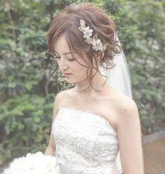 【ブライダルヘア】可愛く後れ毛を出すコツ | marry[マリー]