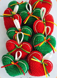 67 Super Ideas For Crochet Heart Ornament Tutorials – Carolyn Staton - Crochet Crochet Christmas Decorations, Crochet Decoration, Christmas Crochet Patterns, Crochet Ornaments, Holiday Crochet, Christmas Crafts, Christmas Christmas, Diy Crochet, Crochet Crafts