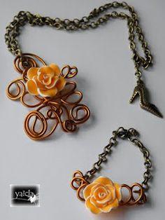 conjunto de colgante y pulsera realizado en alambre y fornituras oro viejo.