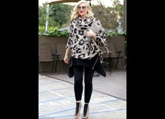 Gwen Stefani wearing Theodora & Callum Leopard Scarf and L.B Falyn Pumps in Nude. Gwen Stefani Mode, Gwen Stefani And Blake, Gwen Stefani Style, Ways To Wear A Scarf, How To Wear, Singer Fashion, My Horse, Star Fashion, Women's Fashion